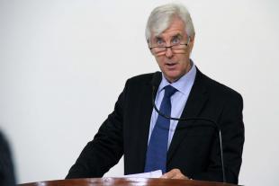 #PraCegoVer: Foto do vereador Mayr na tribuna