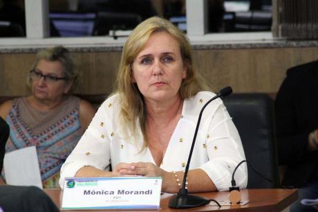 #PraCegoVer: Foto da vereadora Mônica Morandi em seu lugar