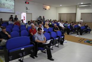 #PraCegoVer: Foto mostra parte do público que acompanha a sessão ordinária.