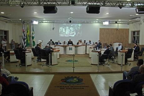 #PraCegoVer: Foto mostra o plenário da Câmara, com os vereadores sentados em seus lugares.